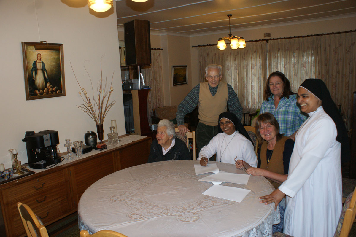 Domitilla-and-Danny-present-at-the-signing-of-the-collaboration-agreement-with-the-Indian-Sisters-of-the-Imitation-of-Christ