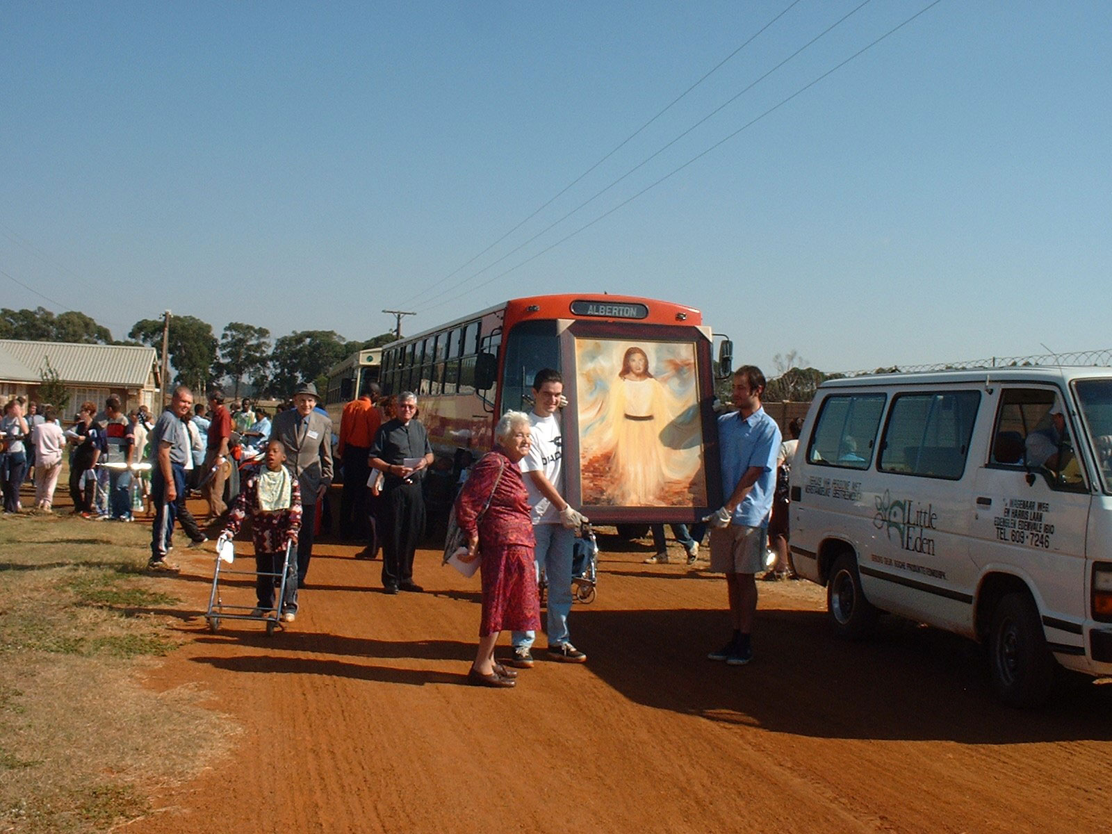 First-pilgrimage-from-LITTLE-EDEN-Edenvale-to-Elvira-Rota-Village-Bapsfontein-with-Domitilla-Danny-and-parish-priest-Fr-Joseph-Leathem-OMI-in-2003